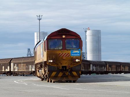OFP Atlantique offre des services complets de logistique pour les clients des ports de La Rochelle et de Nantes Saint-Nazaire.